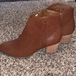 NWOT Bass brown short boots